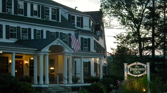 Franconia Inn: The front of the Inn in the evening