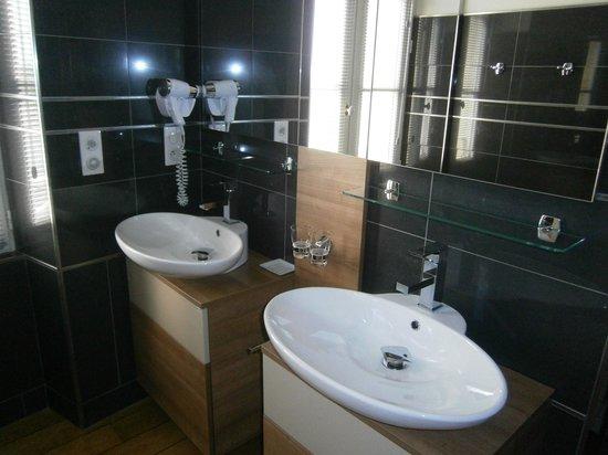 Chateau de Mole : salle de bain