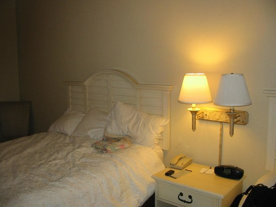 Hampton Inn & Suites by Hilton,  Bluffton-Sun City: My room with two queen beds - this was not a renovated room