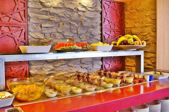 Evenia Monte Alba: Una muestra del buffet libre: los postres