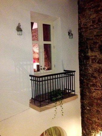 Los Cuatro Tulipanes: Balcony of Apt 2B