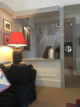 Le Petit Hotel des Hortensias: SALON/BIBLIOTHÈQUE