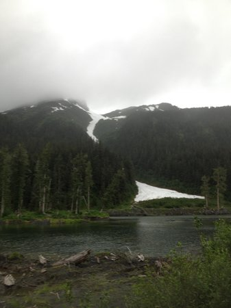 Portage Valley Cabins and RV Park: Portage Glacier just a hop and a skip away...