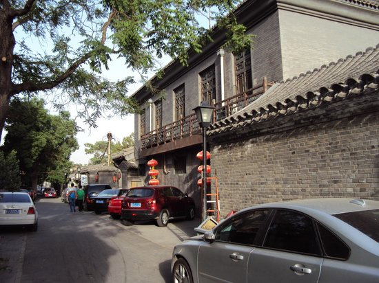 Lusongyuan Hotel: In the alley (hutong) outside