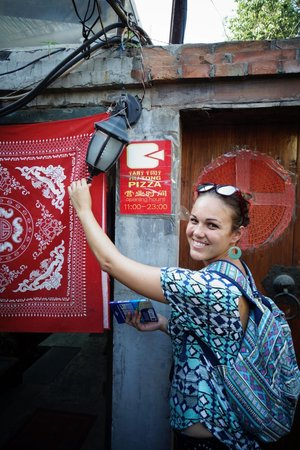 HuTong Pizza (HouHai GuanShan Pizza): THE ACTUAL ENTRANCE OF THE RESTAURANT