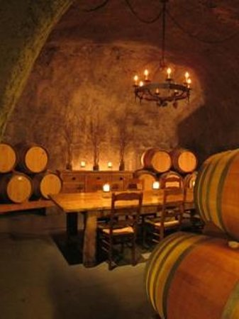 Pride Mountain Vineyards: Private tasting area in cave