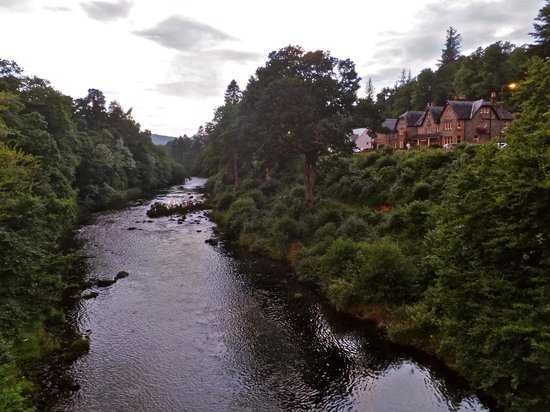 Invergarry Hotel: view from the bridge with hotel facing the river