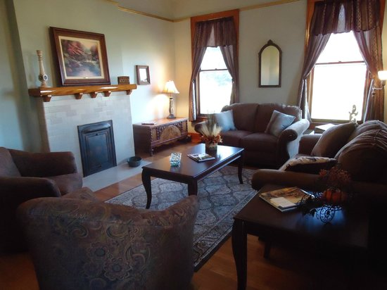 Lawrenceburg Bed and Breakfast: The Living Room