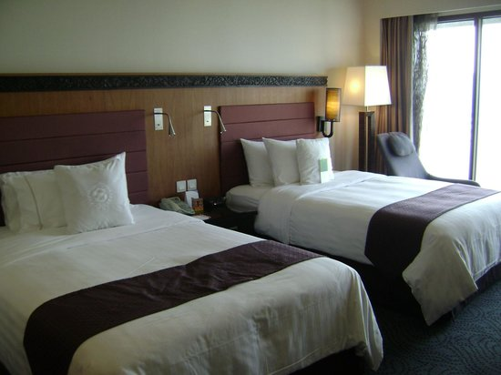 Royal Orchid Sheraton Hotel & Towers: Double room
