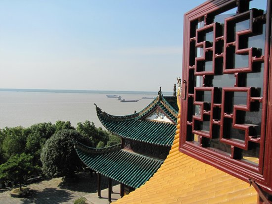 Yueyang Pavilion (Yueyang Lou): A view from the top
