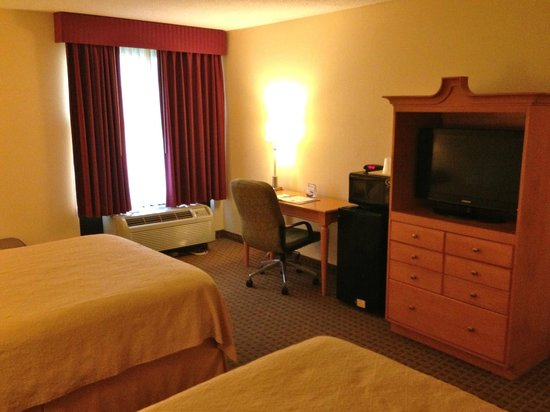 Quality Inn & Suites: double room - view to window