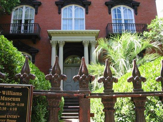 Mercer Williams House Museum: Exterior