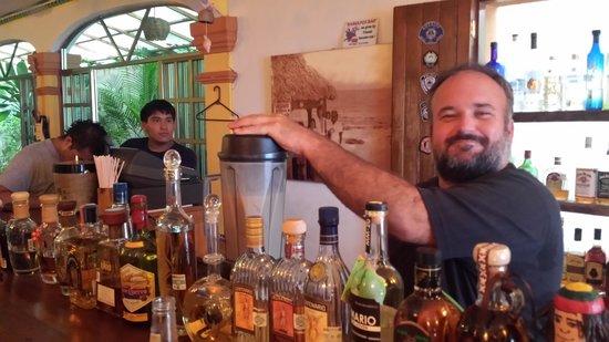 Ohana Cafe: great bartender!!