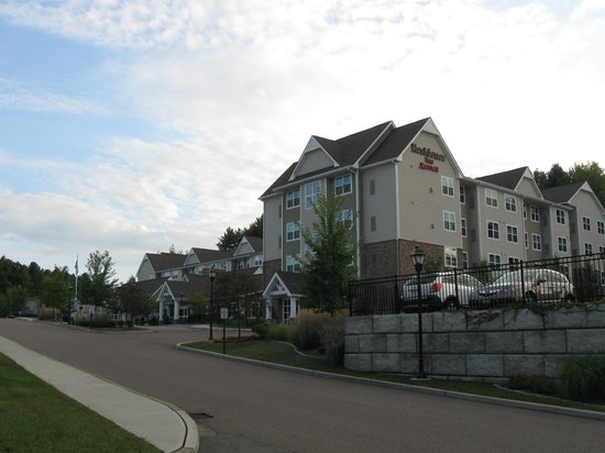 Residence Inn Burlington Colchester: overview as we approached the hotel by car