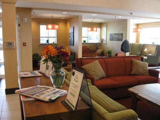 Residence Inn Burlington Colchester: main entrance facing the front desk...every day new fresh flowers
