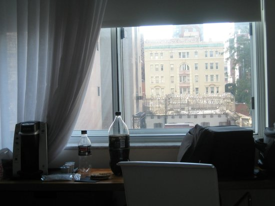 NU Hotel : View of Brooklyn Detention Center
