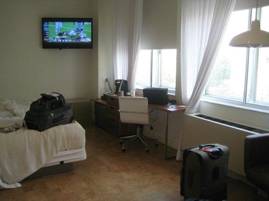 NU Hotel: Large room