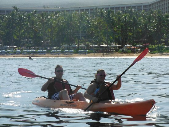 Grand Wailea - A Waldorf Astoria Resort: Our family kayaking in the ocean in front of the hotel