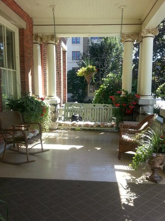 Secret Garden Bed & Breakfast Inn: Front Porch
