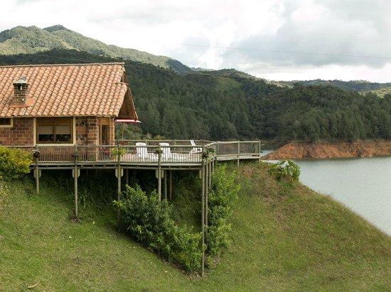 Hotel Isla Guaca: Un lugar especial /An especial place