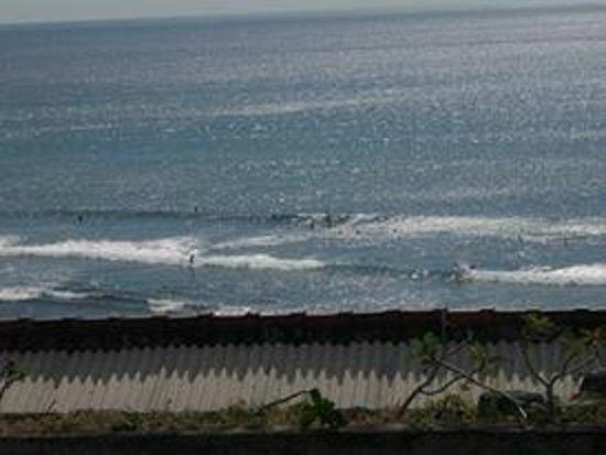Blue Point Bay Villas & Spa: View from Restaurant on Uluwatu beach!!