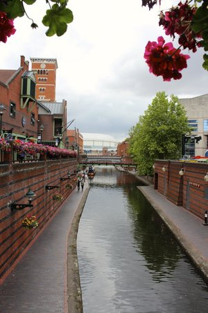 Birmingham Marriott Hotel: A view of the canal City center