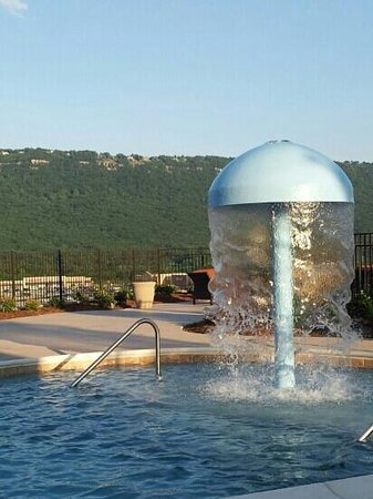Hampton Inn Chattanooga West/Lookout Mountain: View at the pool