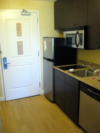 TownePlace Suites Des Moines Urbandale: studio suite with King bed w/sofabed