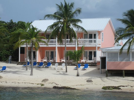 Little Cayman Beach Resort: Rooms facing ocean front.  These are awesome rooms!