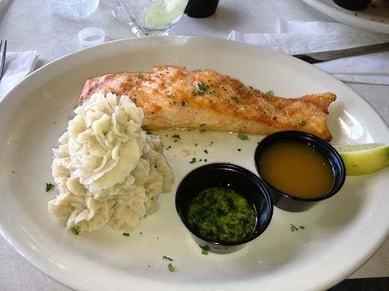 Salitre Meson Costero: Baked salmon