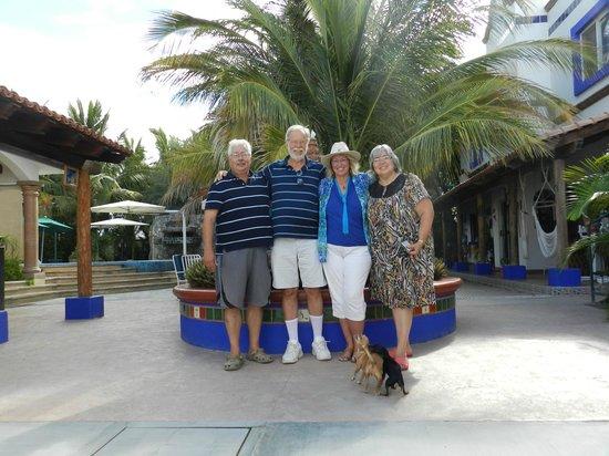 Hacienda Paraiso de La Paz Bed and Breakfast/Inn: Richard, my husband, me and Gloria at courtyard entrance