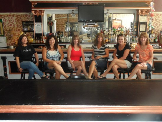 Bisbee Grand Hotel: in the Saloon for a group picture
