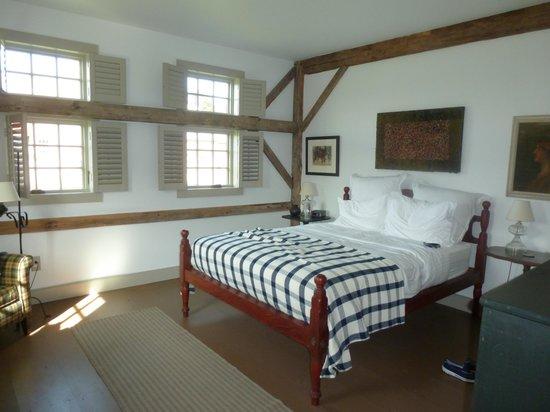 Old Stone Farm: Comfortable Corner Room