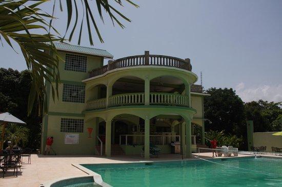 Midas Belize : front view of resort