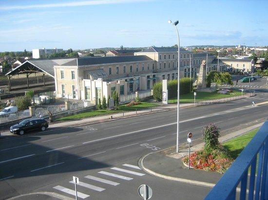 Hotel d'Orleans : 部屋からの眺め アングレーム駅