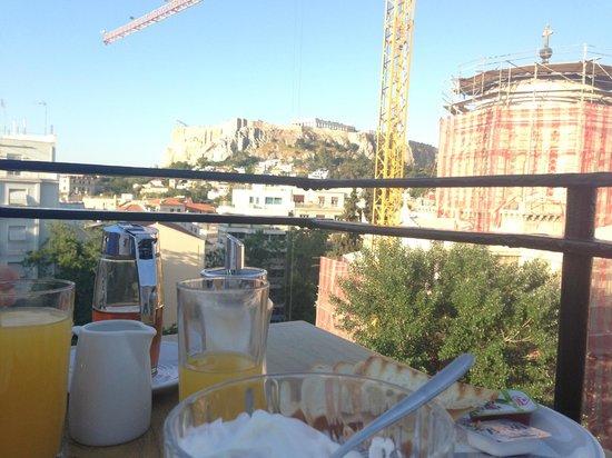 Hotel Metropolis: Breakfast on the roof.