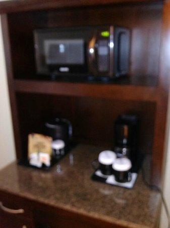 Hilton Garden Inn Miami Airport West: microwave niche