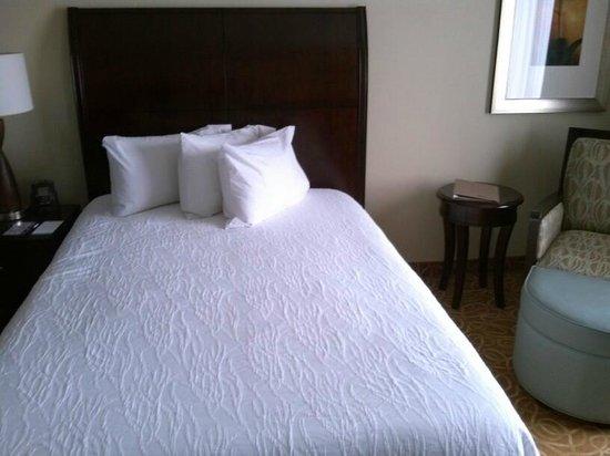 Hilton Garden Inn Miami Airport West: bed