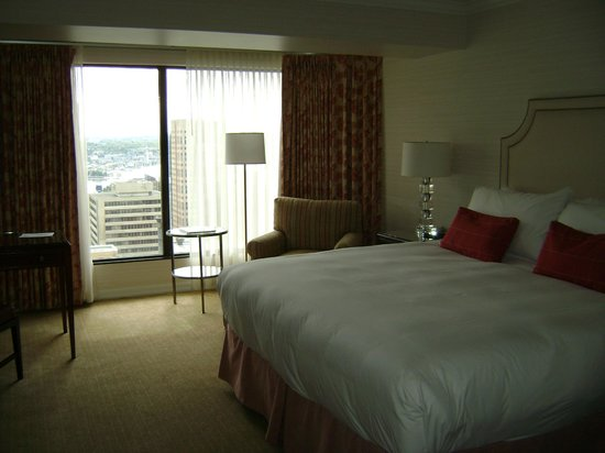 Four Seasons Hotel Vancouver: King room
