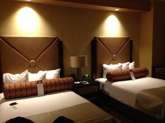 Twin Arrows Navajo Casino Resort : mtn view dbl queen room