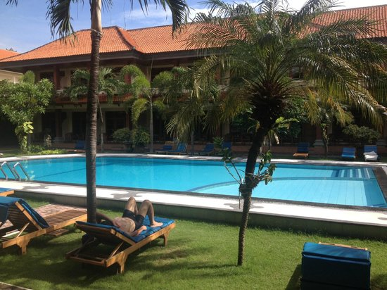 Masa Inn : view from around the pool / view from ground floor rooms