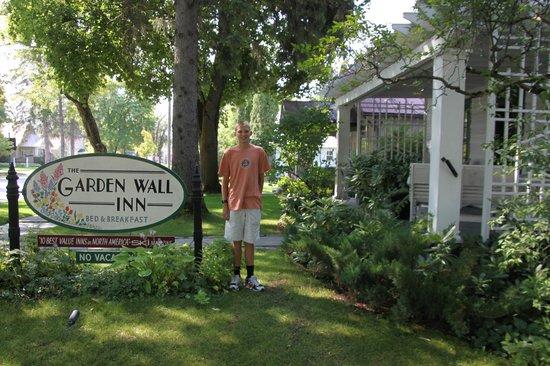 Garden Wall Inn: Front of Garden Wall Inn