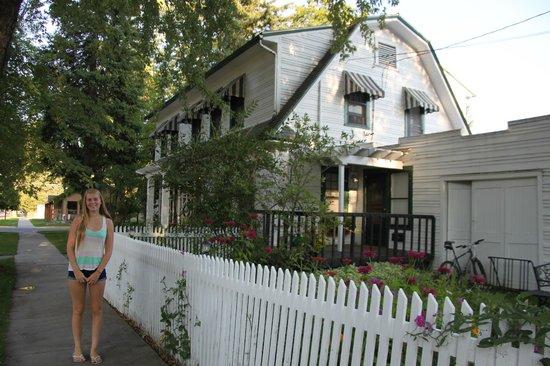 Garden Wall Inn: Garden Wall Inn Grounds