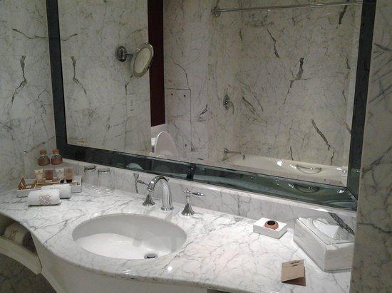 Hotel Royal Macau: lavatory
