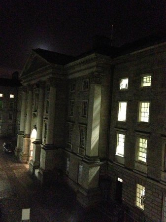 Trinity College Campus : Night courtyard view