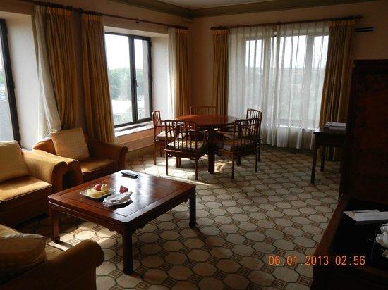 Grand Hotel Beijing: living room