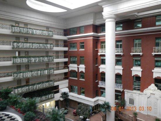 Grand Hotel Beijing: atrium