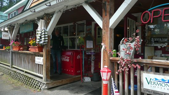 Route 4 Country Store: from outside