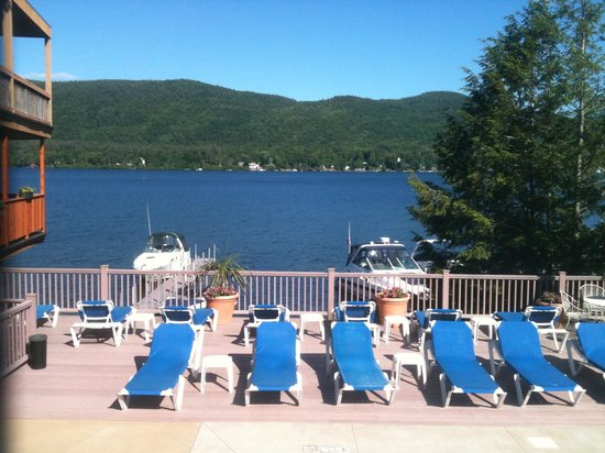 Lake Crest Inn : View from pool