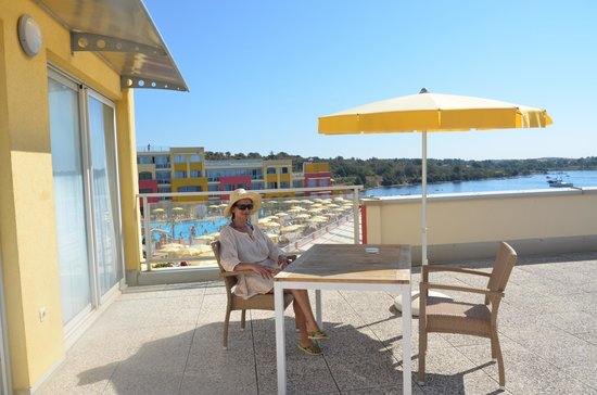 Aparthotel del Mar: Terrace sideview